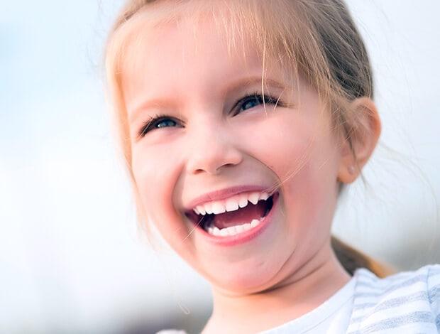 Как правильно ухаживать за молочными зубами?