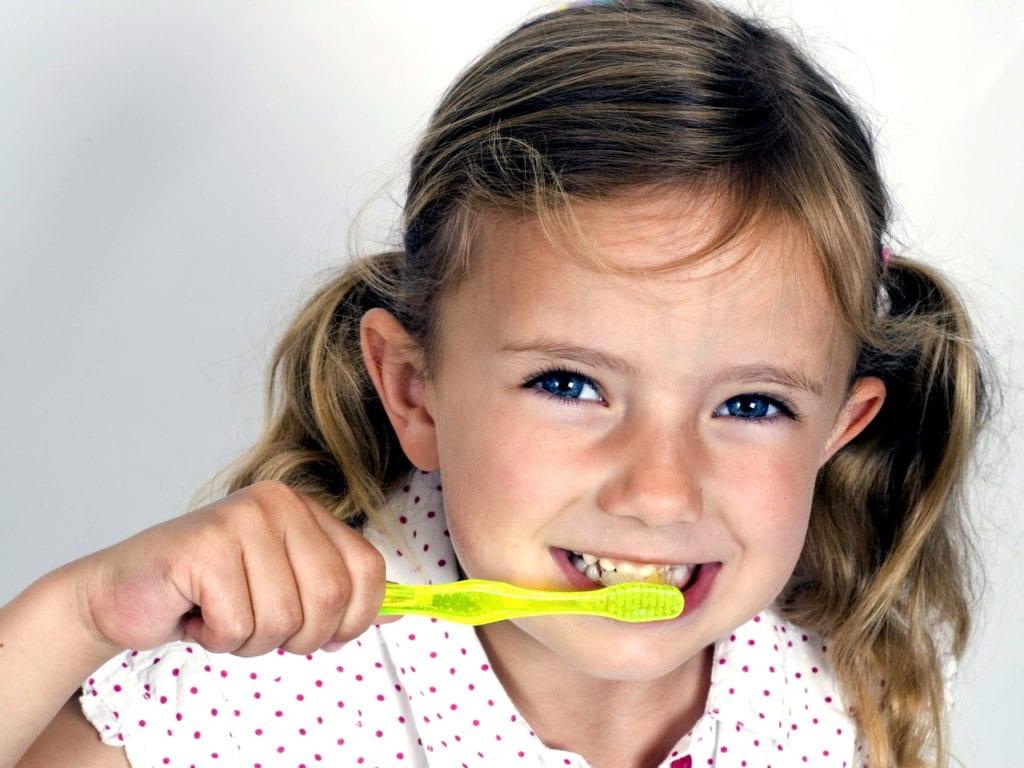 Чистим детские зубки правильно